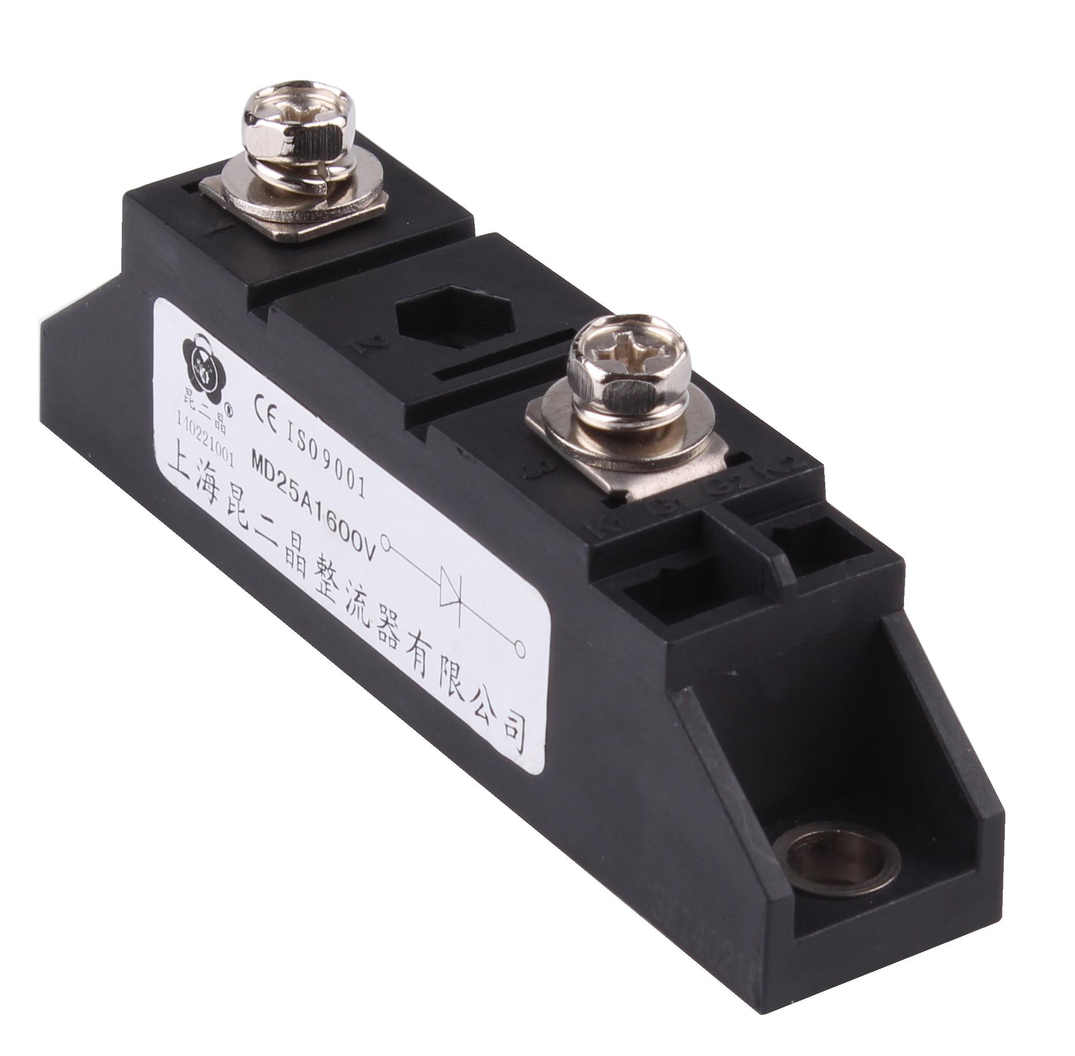 在plc里经pid调节(程序不难作),输出4-20ma信号,4-20ma信号送进可控硅