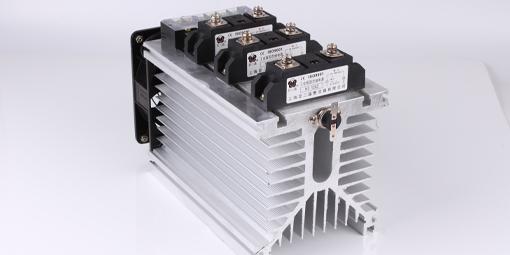 相隔间距不一样的插片式散热器的散热性能好吗?